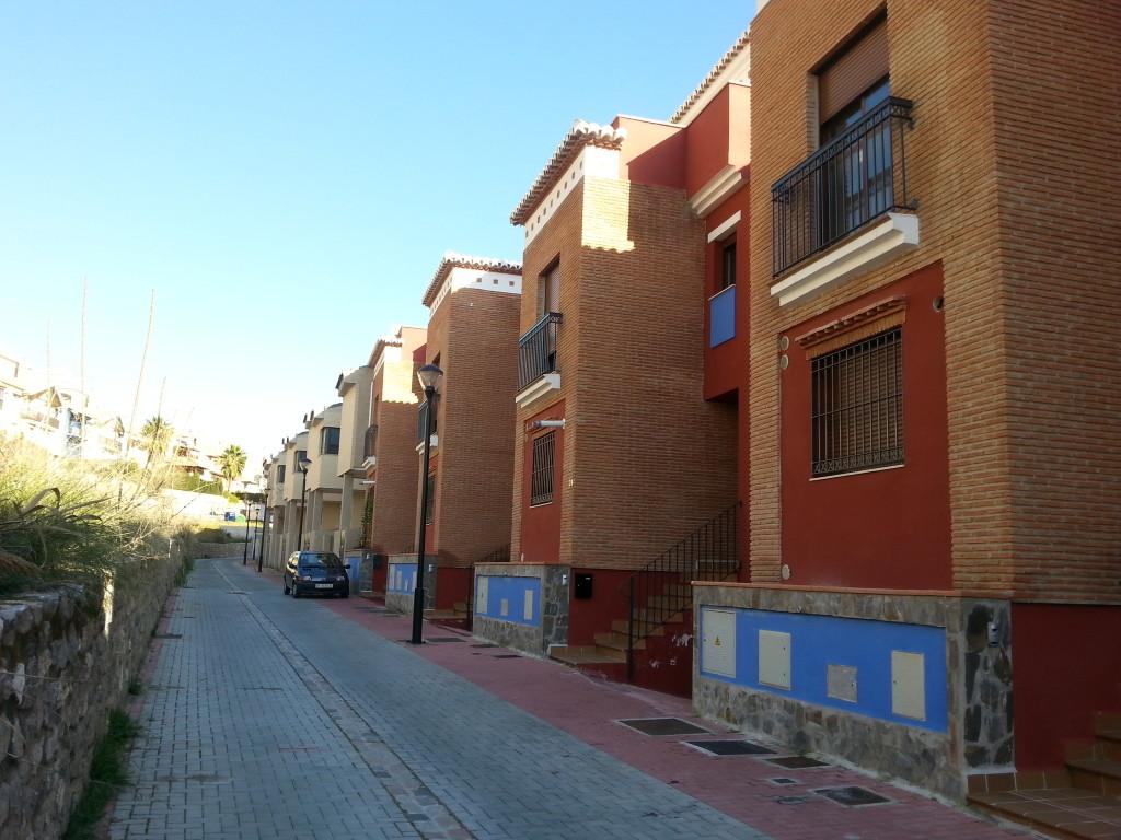Dårlig kjøp: En eneste stakkars boligkjøper har forvillet seg inn i disse splitter nye, forlatte husene.